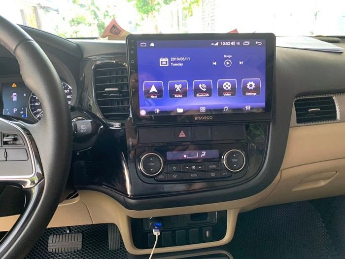 Màn hình DVD Bravigo xe Mitsubishi Outlander