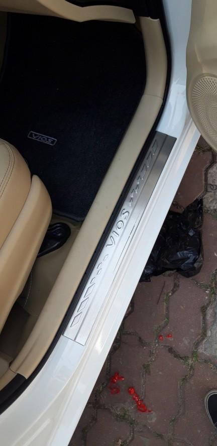 Chống trầy bậc cửa ngoài xe Toyota Vios 2019