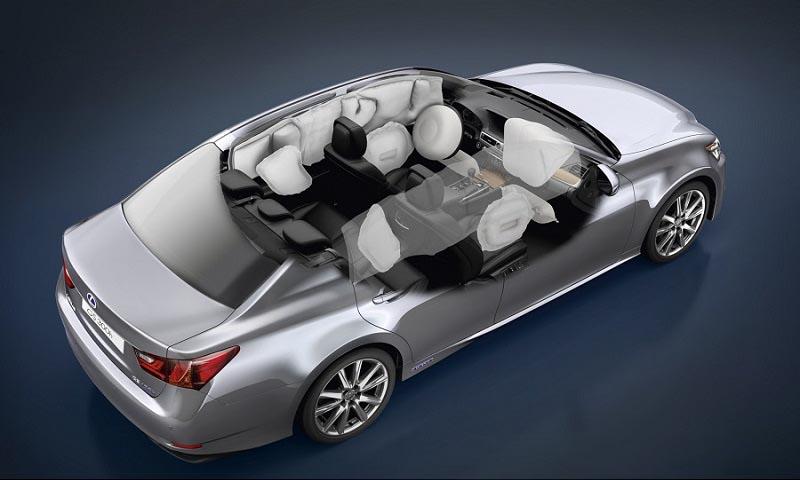Chú ý đến các yếu tố an toàn của xe như hệ thống túi khí, hệ thống chống bó cứng phanh,...